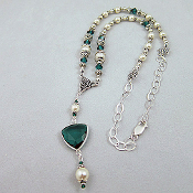Swarovski Emerald Crystal and Faux Pearl Vintage Look Necklace